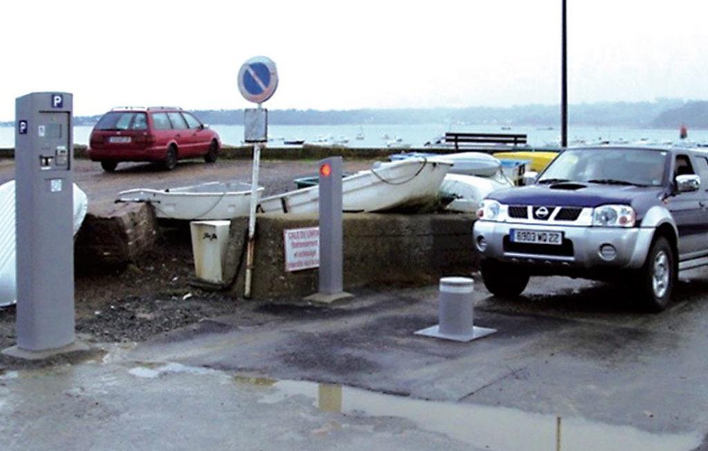 borne escamotable pour la gestion du contrôle d'accès d'une halte fluviale