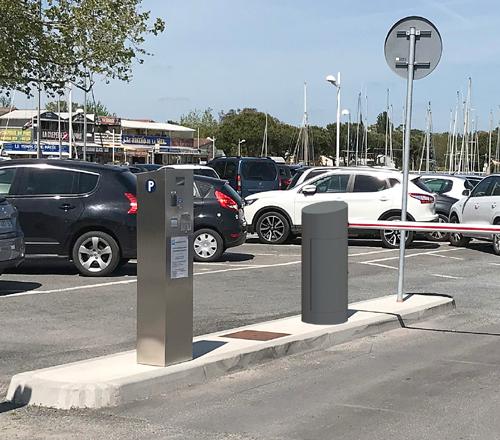 Borne de contrôle d'accès pour le parking d'un port maritime